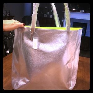Silver shoulder bag with lime green interior